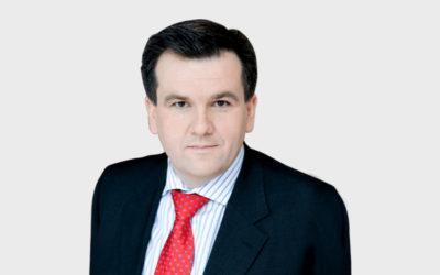 KOMUNIKACJA W KRYZYSIE. Rozmowa z Pawłem Płuską, dziennikarzem TVN.